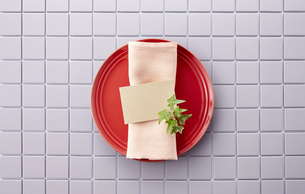 テーブルウェア-セッティング-コーディネート-装飾-メッセージカードの写真素材 [FYI04660142]
