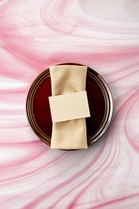 テーブルウェア-セッティング-コーディネート-装飾-メッセージカードの写真素材 [FYI04660150]