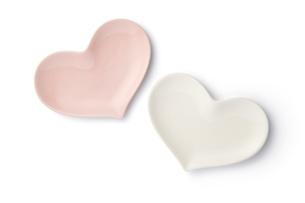 ハート皿 白とピンクの写真素材 [FYI04660158]