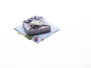 風呂敷-贈答品-歳暮-お中元の写真素材 [FYI04660196]