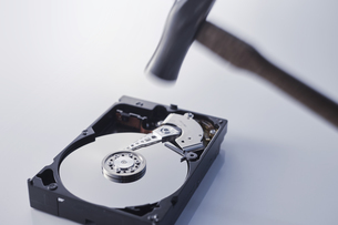 HDD破壊の写真素材 [FYI04660225]