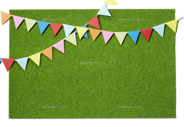 芝生、旗 (Flag on green grass made of miniature)の写真素材 [FYI04660261]