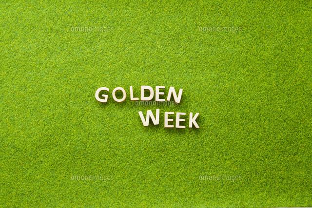 GOLDEN WEEK 白木  芝生の写真素材 [FYI04660262]