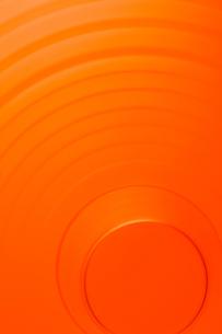 背景素材-アブストラクト-幾何学-オレンジ色-ガラス-揺らぎの写真素材 [FYI04660334]