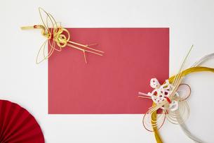 正月素材-紅白-水引-鶴-扇の写真素材 [FYI04660338]