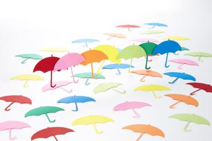 梅雨 雨傘 ペーパークラフトの写真素材 [FYI04660501]