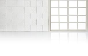格子窓-白壁の写真素材 [FYI04660522]
