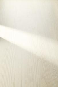 朝日が差し込んだ白木の写真素材 [FYI04660666]