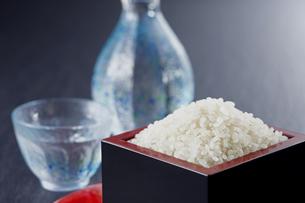 お米と日本酒の写真素材 [FYI04661002]