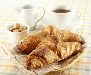 クロワッサンとコーヒーの写真素材 [FYI04661082]