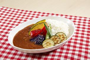 夏野菜カレーの写真素材 [FYI04661224]