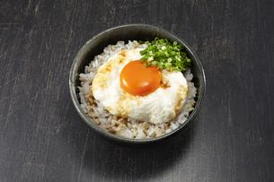 麦とろ丼(醤油がけ)の写真素材 [FYI04661342]