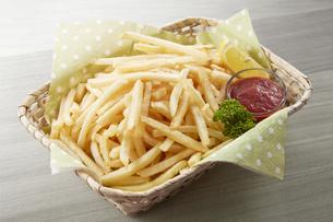 フライドポテト(シューストリング) French friesの写真素材 [FYI04661424]