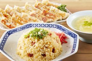 チャーハン・餃子・かきたまスープの写真素材 [FYI04661439]