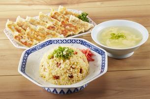 チャーハン・餃子・かきたまスープの写真素材 [FYI04661440]