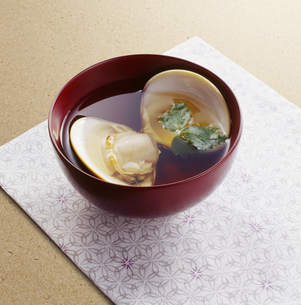 ハマグリのお吸い物 (Soup of the clam)の写真素材 [FYI04661479]