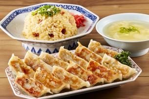 餃子・チャーハン・かきたまスープの写真素材 [FYI04661483]
