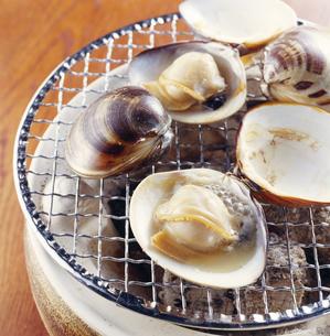 はまぐり(hard clam)の海鮮焼きの写真素材 [FYI04661505]