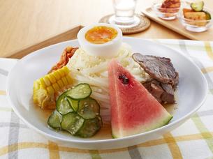 食欲をそそる冷麺の写真素材 [FYI04661712]
