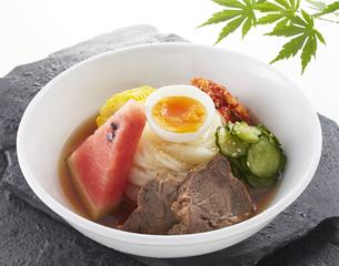 食欲をそそる冷麺の写真素材 [FYI04661716]