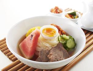 食欲をそそる冷麺の写真素材 [FYI04661725]
