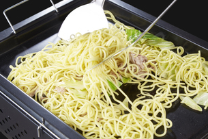 やきそば Yakisoba (stir-fried soba noodles)の写真素材 [FYI04661727]