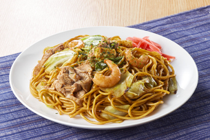 やきそば Yakisoba (stir-fried soba noodles)の写真素材 [FYI04661728]