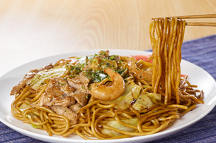 やきそば Yakisoba (stir-fried soba noodles)の写真素材 [FYI04661731]