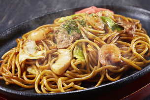 やきそば Yakisoba (stir-fried soba noodles)の写真素材 [FYI04661734]