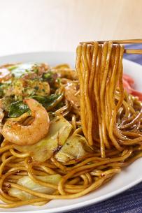 やきそば Yakisoba (stir-fried soba noodles)の写真素材 [FYI04661736]