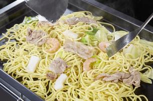 やきそば Yakisoba (stir-fried soba noodles)の写真素材 [FYI04661737]