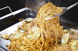 やきそば Yakisoba (stir-fried soba noodles)の写真素材 [FYI04661739]