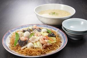 皿うどん かきたまスープの写真素材 [FYI04661810]