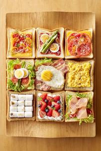 オープンサンドイッチ (open sandwich)の写真素材 [FYI04661911]