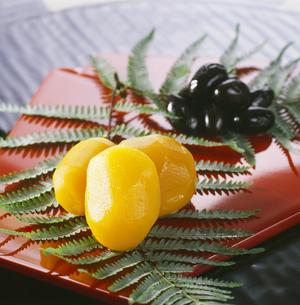 栗の甘露煮・黒豆の写真素材 [FYI04661936]