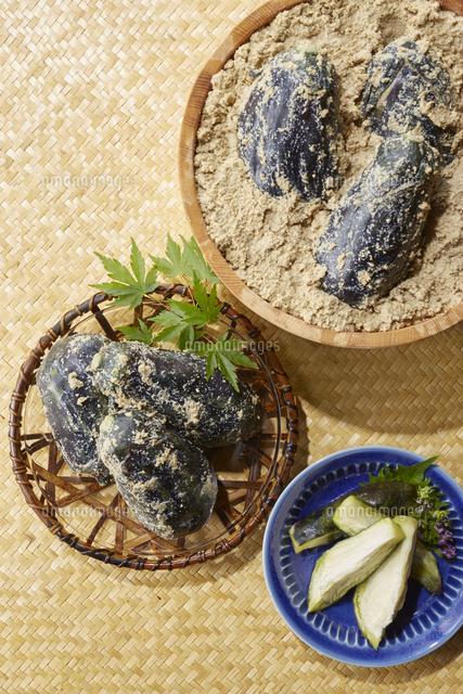水ナスのぬか漬け (pickled water eggplant)の写真素材 [FYI04662009]