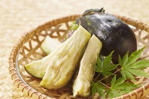 水ナスのぬか漬け (pickled water eggplant)の写真素材 [FYI04662024]