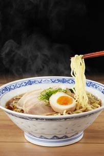 醤油ラーメン  Japanese Ramen noodlesの写真素材 [FYI04662065]
