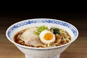 醤油ラーメン  Japanese Ramen noodlesの写真素材 [FYI04662073]