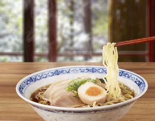 醤油ラーメン Japanese Ramen noodlesの写真素材 [FYI04662075]