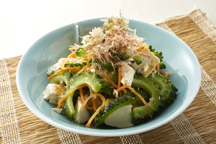 ゴーヤサラダ (Bitter gourd salad)の写真素材 [FYI04662102]