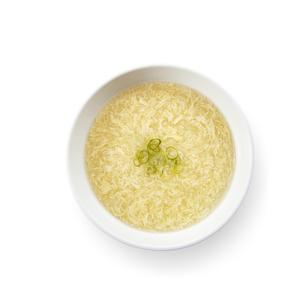 卵スープ かきたま汁(真俯瞰、バック飛ばし、影イキ)の写真素材 [FYI04662184]