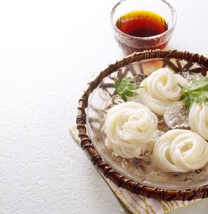 そうめん Somen(Japanese fine noodles)の写真素材 [FYI04662186]