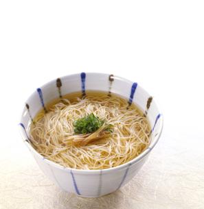 にゅうめん (soup of somen noodles)の写真素材 [FYI04662187]