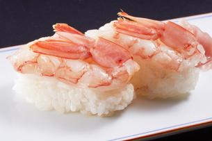 生海老の握り寿司 (raw shrimp)の写真素材 [FYI04662261]