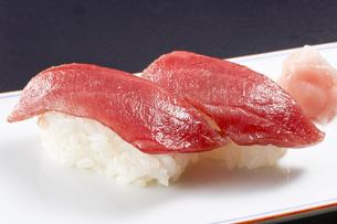 マグロの握り寿司 (tuna)の写真素材 [FYI04662265]