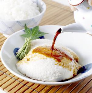 ざる豆腐(Tofu) 醤油(soy sauce)の写真素材 [FYI04662360]