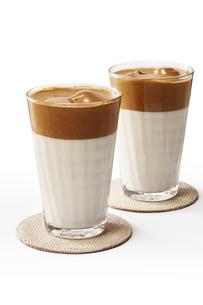 タルゴナコーヒー Dalgona Coffeeの写真素材 [FYI04662423]