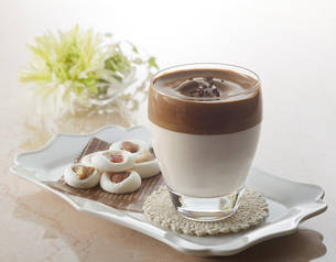 タルゴナコーヒー Dalgona Coffeeの写真素材 [FYI04662429]