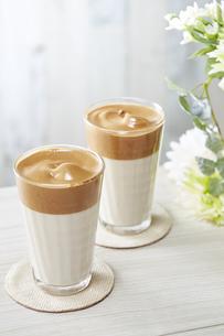タルゴナコーヒー Dalgona Coffeeの写真素材 [FYI04662430]